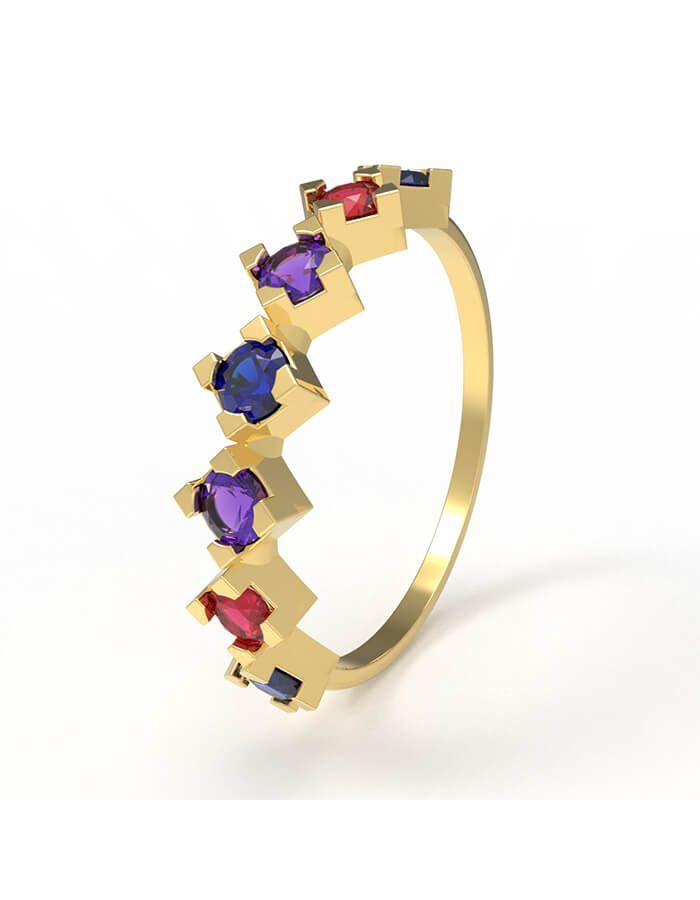 أشرقي بالألوان، خاتم من الذهب الأصفر عيار 18 قيراط والأحجار الملونة من الجمشت، والصفير والياقوت